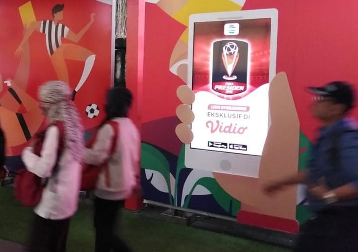 Creative-Hybrid Advertising-LCD Screen-Karet-Jakarta-3