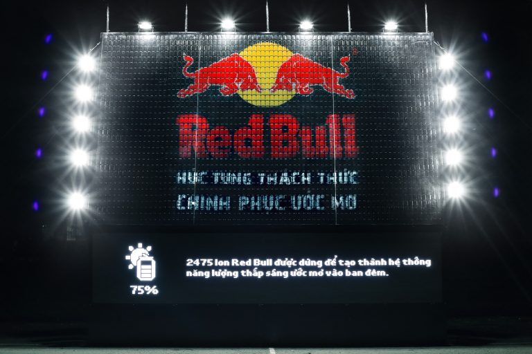 Red-Bull-Give-Life-To-the-Night-4-768x512